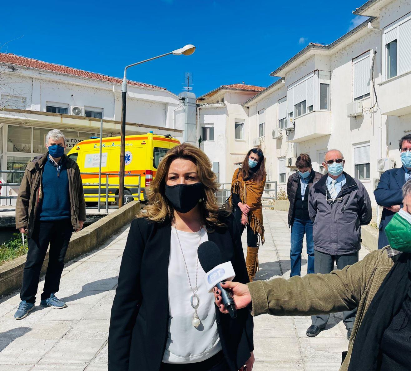 Έναν ολοκαίνουργιο καταψύκτη πλάσματος τελευταίας τεχνολογίας, που θα συμβάλλει στην ενίσχυση του Γενικού Νοσοκομείου Καστοριάς, παρέδωσε την Τετάρτη 14 Απριλίου 2021, η Επικεφαλής του Γραφείου Πρωθυπουργού στη Θεσσαλονίκη Μαρία Αντωνίου