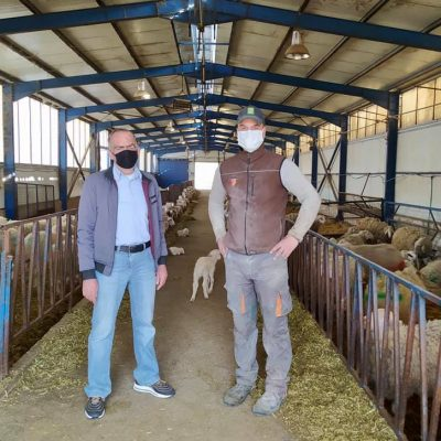"""Από άστεγος στους δρόμους της Αθήνας, για εργασία σε κτηνοτροφική μονάδα στην Κοζάνη – """"Αυτό είναι το αποτέλεσμα της μεγάλης προσπάθειας του Δήμου Αθηναίων για τους άστεγους"""", τόνισε ο Δήμαρχος Κώστας Μπακογιάννης"""
