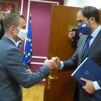 Τον Υφυπουργό Υποδομών και Μεταφορών, κ. Γιάννη Κεφαλογιάννη, υποδέχθηκε σήμερα στο Δημαρχείο, ο Δήμαρχος Καστοριάς, Γιάννης Κορεντσίδης