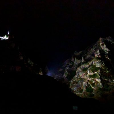 """Σέρβια: Φωταγωγήθηκε το ανάγλυφο του βουνού του """"πυροβολείου"""""""