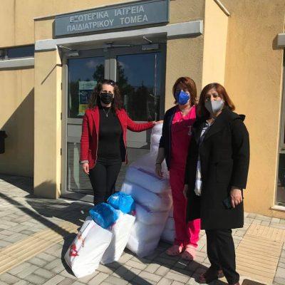 Πρόσφερε μαξιλάρια, κουβερτάκια και θερμόμετρα, στην παιδιατρική κλινική του Μποδοσάκειου, ο Σύλλογος Γυναικών Εμπορίου Εορδαίας