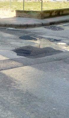 "kozan.gr: ""Mπαλώθηκε"" η χθεσινή ""τρύπα"" επί της οδού Παύλου Χαρίση μετά την ανάδειξη του θέματος από το kozan.gr"
