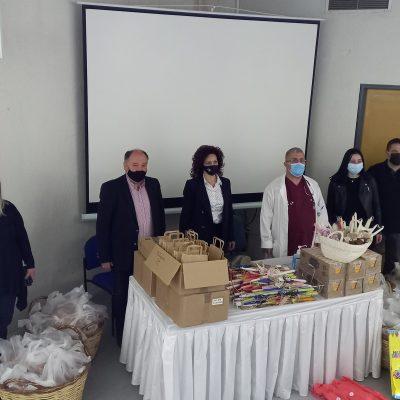 kozan.gr O Δήμος Εορδαίας προσέφερε πασχαλινές λαμπάδες, τσουρέκια και γλυκίσματα για όλους τους ασθενείς στο Μποδοσάκειο νοσοκομείο Πτολεμαΐδας (Φωτογραφίες)