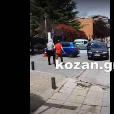kozan.gr: Η έξοδος, από τα δικαστήρια της Κοζάνης, των δύο κατηγορουμένων της δολοφονίας του 53χρονου (Βίντεο)