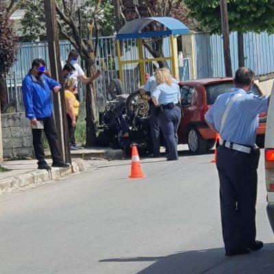 kozan.gr: Τροχαίο ατύχημα, με σύγκρουση Ι.Χ. αυτοκινήτου με μηχανή έξω από το Γυμνάσιο – 2ο Δημοτικό Κρόκου (Φωτογραφίες)