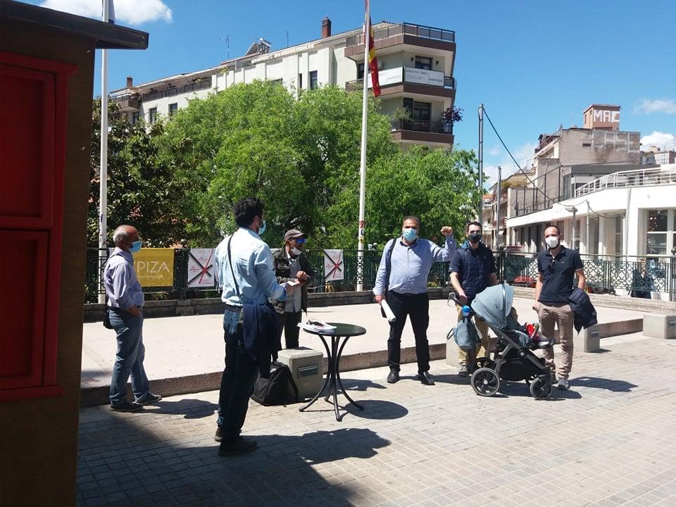 Eξόρμηση, στην πλατεία της Κοζάνης, στελεχών του ΣΥΡΙΖΑ, που καταγγέλλουν την κυβέρνηση της ΝΔ για αντεργατική επίθεση στα δικαιώματα των εργαζομένων