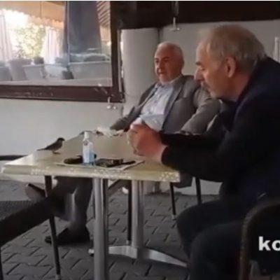 kozan.gr: Τολμηρό σπουργίτι ανεβαίνει σε τραπεζάκι ταβέρνας στο Δρέπανο Κοζάνης και τρώει τα ψίχουλα που του δίνουν (Βίντεο)