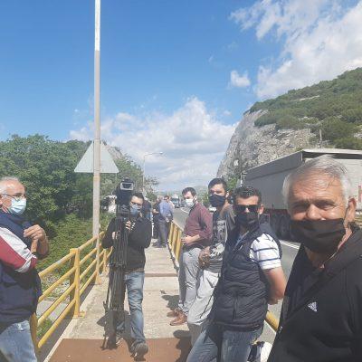 "kozan.gr: Οι επαγγελματίες ψαράδες της λίμνης Πολυφύτου αλλά και κάτοικοι της ευρύτερης περιοχής προχώρησαν, σήμερα Τρίτη, σε παράσταση διαμαρτυρίας στην Υψηλή Γέφυρα των Σερβίων αντιδρώντας και λέγοντας ""ΟΧΙ"" στη δημιουργία πλωτών φωτοβολταϊκών στη λίμνη Πολυφύτου (Βίντεο)"