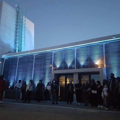 """kozan.gr: Η Κοβεντάρειος Δημοτική Βιβλιοθήκη Kοζάνης """"λούστηκε"""" στα μπλε (Φωτογραφίες)"""