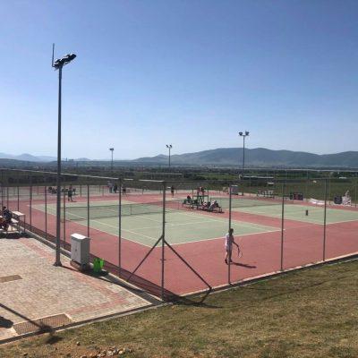 kozan.gr: Γέμισαν κόσμο τα γήπεδα τένις του Ομίλου Αντισφαίρισης Πτολεμαΐδας (Φωτογραφίες)