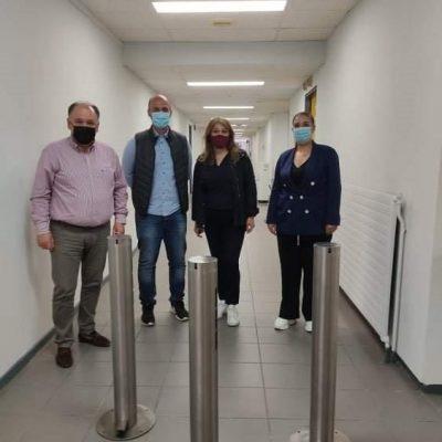 Πολύτιμη συνεισφορά τριών ανοξείδωτων διανομέων αντισηπτικού τύπου casson από την τεχνική εταιρεία ATRAX στο Μποδοσάκειο νοσοκομείο
