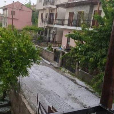 kozan.gr: Σιάτιστα: Μεσημεριανή καταιγίδα και χαλάζι (Φωτογραφίες & Βίντεο)