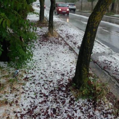 kozan.gr: Κοζάνη: Χαλαζόπτωση σα χιονόπτωση – Νέο βίντεο από το γεμάτο χαλάζι δρόμο Κοζάνης – Αργίλου (Βίντεο) – Φωτογραφίες κι από την Α. Παπανδρέου