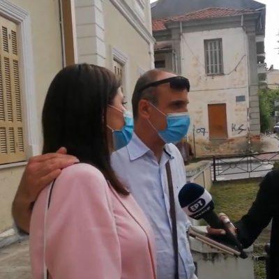 Δηλώσεις δικηγόρων κι ενός εκ των θυμάτων της επίθεσης στην ΔΟΥ Κοζάνης, μετά την απόφαση για ισόβια και 26 χρόνια κάθειρξη (εκτιτέα τα 20) στον 46χρονο δράστη, που επέβαλε το Μικτό Ορκωτό Δικαστήριο Φλώρινας (Bίντεο)