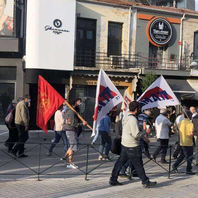 kozan.gr: H συγκέντρωση εργασιακων σωματείων (σύλλογος ιδιωτικών υπαλλήλων Κοζάνης, γουνεργατών,  ΣΕΕΕΝ και οικοδόμων Κοζάνης) στην κεντρική πλατεία Κοζάνης, ενάντια στο εργασιακό νομοσχέδιο (Βίντεο & Φωτογραφίες)