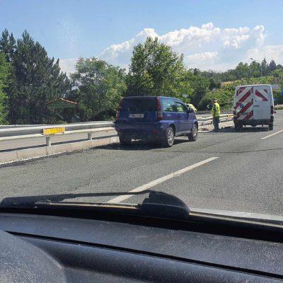 Kozan.gr: Εργασίες στα κράσπεδα των προστατευτικών μπαρών στο δρόμο Κοζάνης – Κοιλων, μέχρι το ύψος του Πανεπιστημίου Δυτικής Μακεδονίας (Φωτογραφίες)