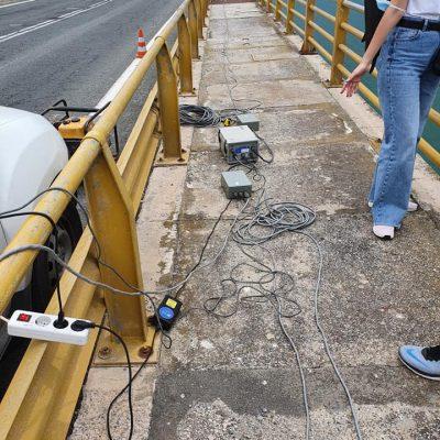Μετρήσεις, με ειδικό τεχνολογικό εξοπλισμό, για το πως επηρεάζεται η γέφυρα κατά τη διέλευση των οχημάτων, κυρίως των βαρέων πραγματοποιήθηκαν την περασμένη Πέμπτη στην Υψηλή Γέφυρα των Σερβίων (Φωτογραφίες)
