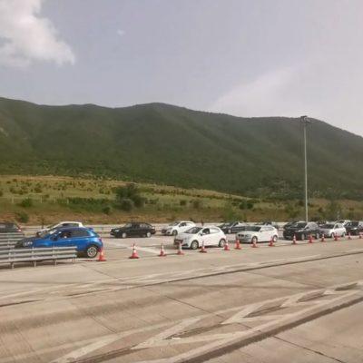 kozan.gr: Ώρα 18:30: Eικόνες από το μετωπικό σταθμό Σιάτιστας με ουρές αυτοκινήτων – Άνοιξαν για μερικά λεπτά οι μπάρες ώστε να υπάρξει αποσυμφόρηση της κυκλοφορίας (Βίντεο & Φωτογραφίες)