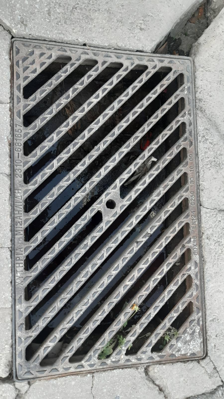 Πτολεμαίδα: Παράπονο αναγνώστη στο kozan.gr: To φρεάτιο στη συμβολή των οδών Κωνσταντινουπόλεως & Ανανία Νικολαίδη είναι γεμάτο λάσπη