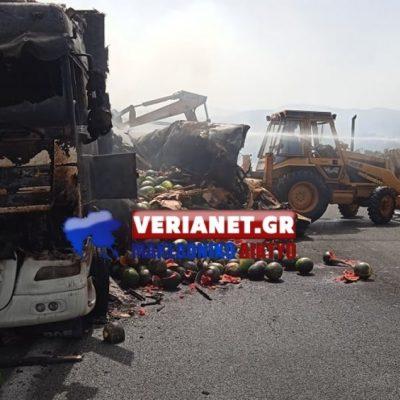 Βέροια: Πήρε φωτιά νταλίκα φορτωμένη με καρπούζια – Καταστράφηκε ολοσχερώς