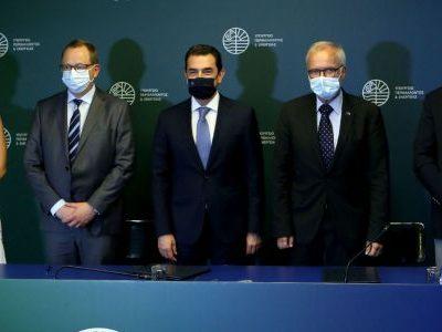 Συμφωνία με ΕΤΕπ για 325 εκατ. ευρώ σε επενδύσεις καθαρής ενέργειας και κινητικότητας στις λιγνιτικές περιοχές