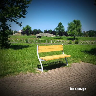 kozan.gr: Nέα παγκάκια, μοντέρνας σχεδίασης, τοποθετήθηκαν στο Πάρκο Εκτάκτων Αναγκών & στη Δημοτική Βιβλιοθήκη Πτολεμαίδας ενώ λίαν προσεχώς θα τοποθετηθούν κι άλλα σε τοπικές κοινότητες αλλά και σε διάφορα σημεία, κεντρικές οδούς & πεζοδρόμους, εντός της πόλης (Φωτογραφίες)