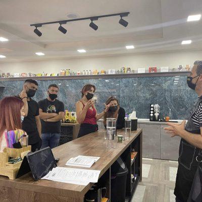 """Με επιτυχία ολοκληρώθηκε το πιστοποιημένο σεμινάριο """"COFFEE DIPLOMA"""" από το ΙΕΚ VOLTEROSσε αποκλειστική συνεργασία με μία από τις κορυφαίες εταιρείες καφέ στον κόσμο"""