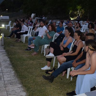 Με απόλυτη επιτυχία πραγματοποιήθηκε το απόγευμα της Τετάρτης 30 Ιουνίου στο Αρχαιολογικό Μουσείο Αιανής το πρώτο μέρος του τριπτύχου εκδηλώσεων «Θέατρο In Situ»