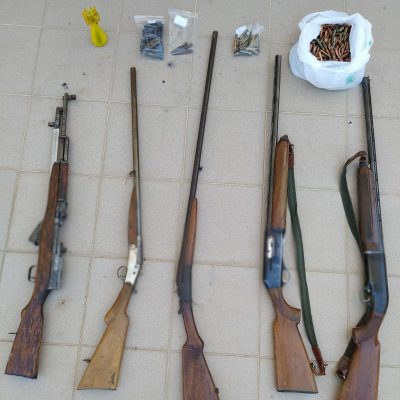 Συνελήφθη 47χρονος σε περιοχή της Καστοριάς  για παράβαση νομοθεσίας περί όπλων και περί βεγγαλικών (Φωτογραφία)