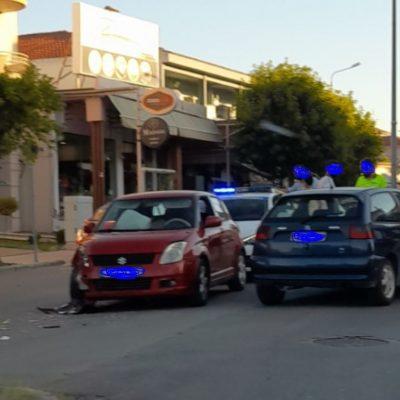 kozan.gr: Tροχαίο ατύχημα, υλικών ζημιών, με πλαγιομετωπική σύγκρουση δύο Ι.Χ. οχημάτων, επί της οδού Κ. Καραμανλή στην Κοζάνη (Φωτογραφία)