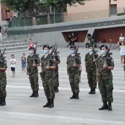 kozan.gr: Ώρα 20:35: Μετά από 14,5 μήνες και πάλι στρατιωτικό άγημα μαζί με πλήρη στρατιωτική μπάντα, στην κεντρική πλατεία της Κοζάνης, για την καθιερωμένη τελετή υποστολής της Σημαίας(Βίντεο)