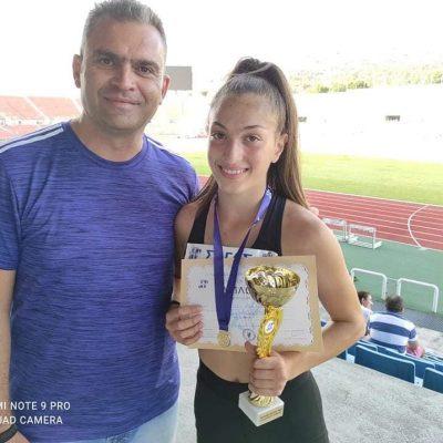 kozan.gr: H Ζωή Ζιμπιλίδου, από το Τσοτύλι του Δήμου Βοΐου, κατέκτησε την 1η θέση στο αγώνισμα των 150μ., με επίδοση 19:66, στο Πανελλήνιο Πρωτάθλημα Κ16 του Β ομίλου, που διεξήχθη στις 26-27 Ιουνίου στη Θεσσαλονίκη
