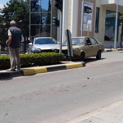 kozan.gr: Τροχαίο ατύχημα, με υλικές ζημιές, στη διασταύρωση Μοναστηρίου με Μαμάτσειου στην Κοζάνη (Φωτογραφίες)