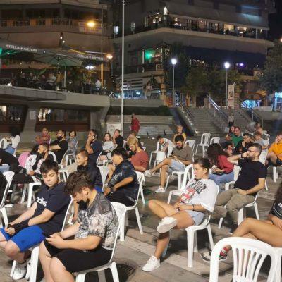 kozan.gr: Ώρα 22:05: Τοποθετήθηκε, το βράδυ της Κυριακής 11/7, στην κεντρική πλατεία Κοζάνης, με πρωτοβουλία της ΦΣ Κοζάνης, η γιγαντοοθόνη, για το μεγάλο τελικό του EURO 2020, ανάμεσα στην Αγγλία και την Ιταλία (Φωτογραφίες & Βίντεο)