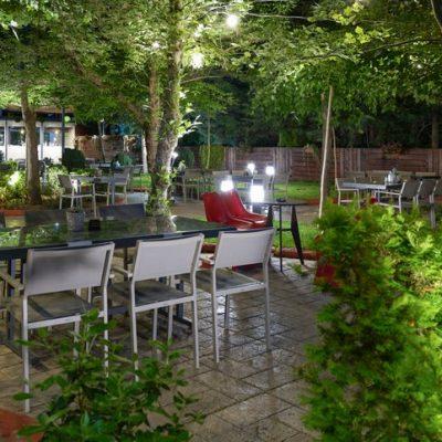 Ο ανανεωμένος κήπος του HOTEL Παντελίδης στην Πτολεμαίδα σας προσκαλεί …και σας περιμένει να απολαύσετε όλη μέρα, τον καφέ, το ποτό και το φαγητό σας με νέο μενού, σε ένα μοναδικό, καταπράσινο περιβάλλον (Bίντεο)