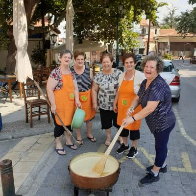 kozan.gr: Οι γυναίκες του Βελβεντού, έφτιαξαν, το πρωί του Σαββάτου 24/7, για καλό σκοπό, μαρμελάδα ροδάκινο – Θα την προσφέρουν στο Γηροκομείο Κοζάνης (Φωτογραφίες)