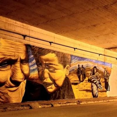 kozan.gr: Το υπέροχο γκράφιτι, με θέμα την προσφυγιά, κάτω από τη γέφυρα, στον κόμβο Μαυροδενδρίου Κοζάνης (Φωτογραφίες)