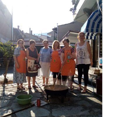 O Δήμος Βελβεντού για τη δράση με τη μαρμελάδα ροδάκινου που δημιούργησαν οι γυναίκες του Βελβεντού