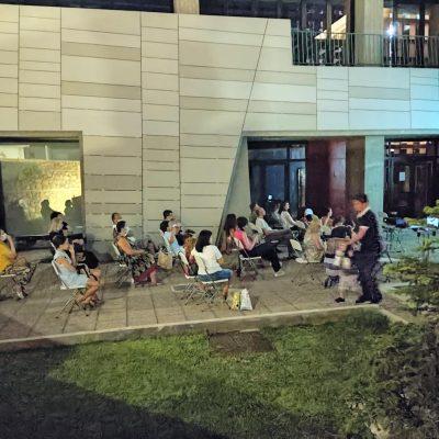 kozan.gr: Με ικανοποιητική προσέλευση ξεκίνησαν, το βράδυ της Δευτέρας 26/7, οι φετινές καλοκαιρινές προβολές ταινιών της Δημοτικής Βιβλιοθήκης Κοζάνης (Φωτογραφίες)