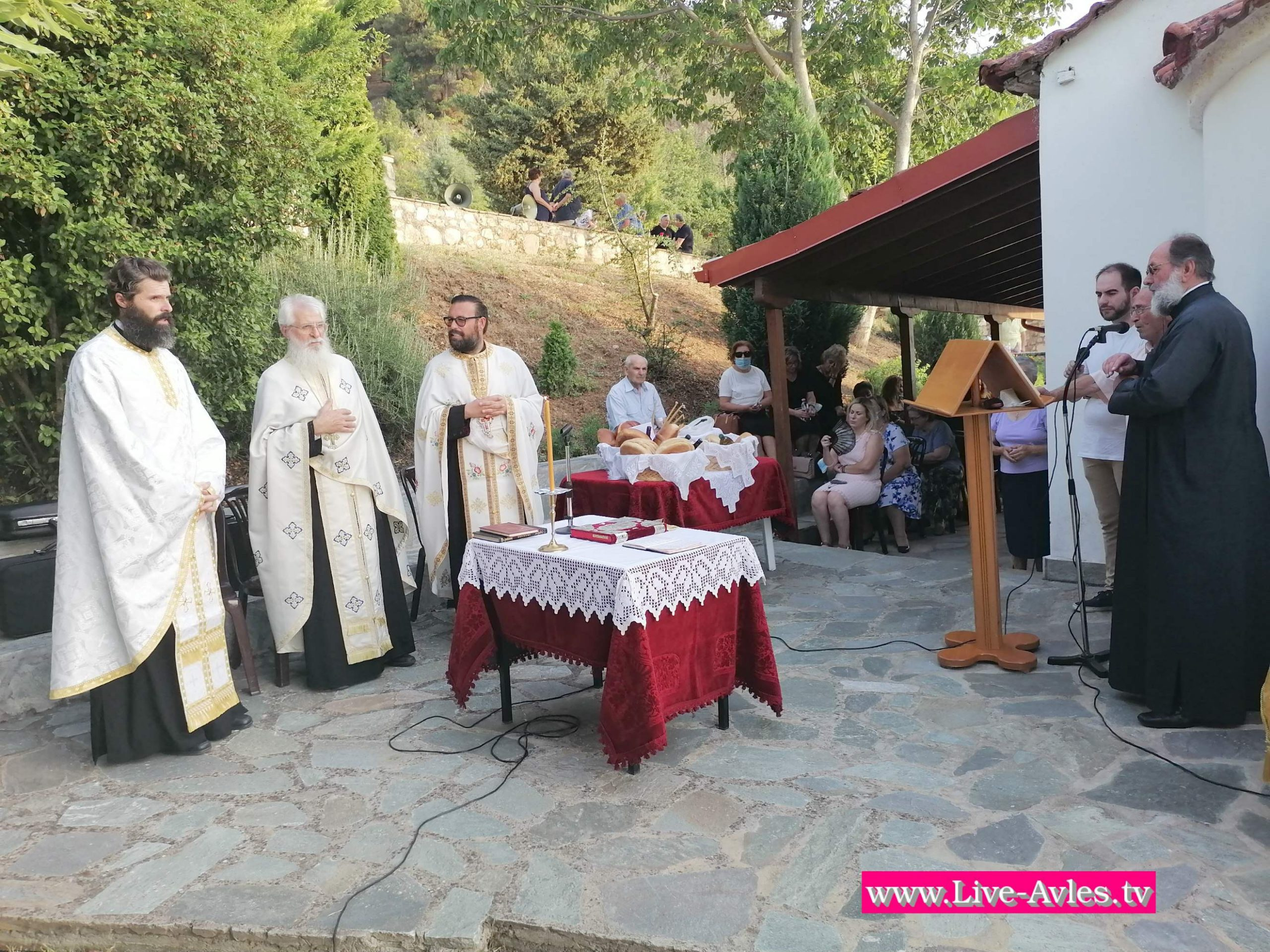 Ο Πανηγυρικός Εσπερινός στο εξωκλήσι του Αγίου Παντελεήμονα στα  Σέρβια (Βίντεο & Φωτογραφίες)