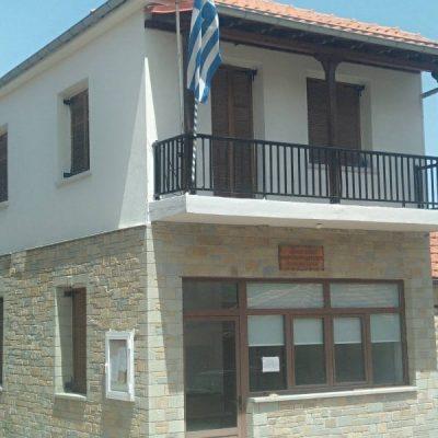 Ολοκληρώθηκαν οι εργασίες επιχρισμάτων και ελαιοχρωματισμού στο κτήριο του κοινοτικού καταστήματος στο Πολυκάστανο Βοΐου