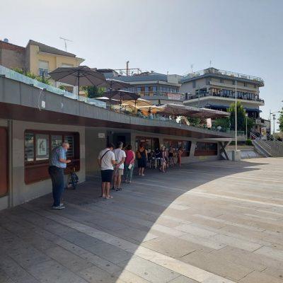 89 αρνητικά και 1 θετικό τα αποτελέσματα των rapid tests στην κεντρική πλατεία Κοζάνης