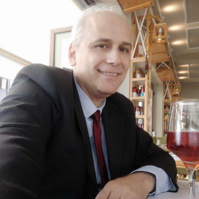 """Ο Βασίλης Παπαποστόλου, Πρόεδρος της Δημοτικής Βιβλιοθήκης Κοζάνης, απαντά στη Δημοτική Κίνηση Κοζάνη – Τόπος να Ζεις: """"Δυστυχώς με στεναχωρεί πολύ να μπαίνει η Βιβλιοθήκη σε πολιτικής υφής """"παιχνίδια"""""""""""