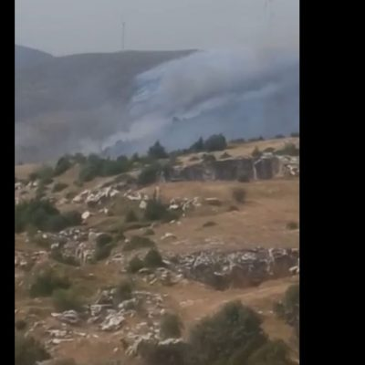 "kozan.gr: Λόγω των δυνατών ανέμων η φωτιά στην ευρύτερη περιοχή της Ζωοδόχου πηγής – ανεμογεννήτριες πέρασε και από την πλευρά Βοσκοχωρίου, από την Αγ. Παρασκευή και προς τα κάτω κοντά στη θέση ""νερομάνα"" (Βίντεο πριν από λίγο (16:15)"