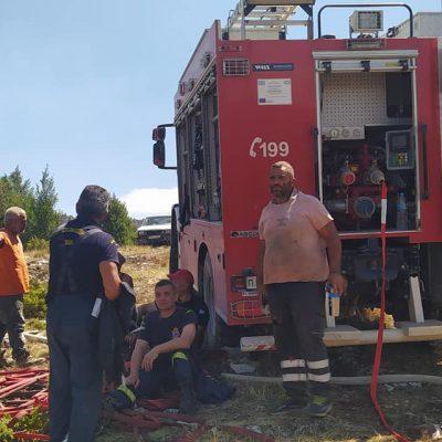 kozan.gr: Σημερινές φωτογραφίες από το οροπέδιο της Ζωοδόχου Πηγής και τις υπεράνθρωπες προσπάθειες των πυροσβεστών να σβήσουν τις διάσπαρτες εστίες φωτιάς
