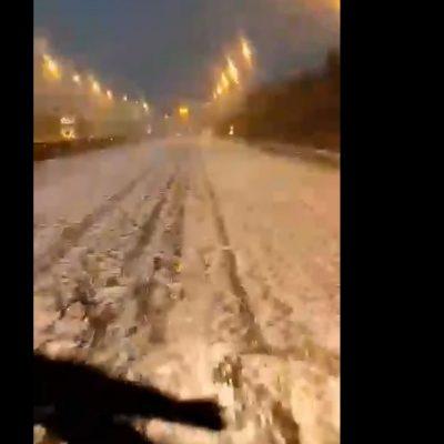 """kozan.gr: Το """"στρωσε"""" χαλάζι στο δρόμο λίγο πριν τα διόδια Πολυμύλου στην Εγνατία Οδό (Βίντεο)"""