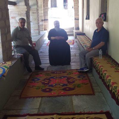 kozan.gr: Ο Παπανικόλας στον Άγιο Γεώργιο Εράτυρας, μαζί με δυο φίλους του, τραγουδούν για την Παναγία (Bίντεο)