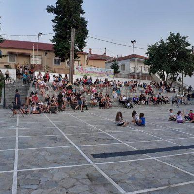 kozan.gr:  Γέμισε παιδικές φωνές και χαμόγελα, η  πλατεία του Λιβαδερού, στο πλαίσιο του 6ου φεστιβάλ παραδοσιακών παιχνιδιών (Φωτογραφίες)