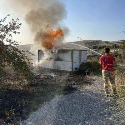 Kozan.gr: Πτελέα Κοζάνης: Φωτιά σε εγκαταλελειμμένο κοντέινερ και ξερά χόρτα – Άμεση η επέμβαση της πυροσβεστικής(Φωτογραφίες)