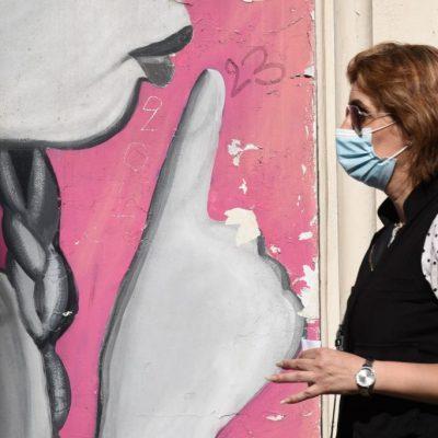 Οικονόμου – Την Τρίτη ανακοινώνεται το σχέδιο για τους ανεμβολίαστους – «Παράθυρο» για χρήση μάσκας σε ανοιχτούς χώρους